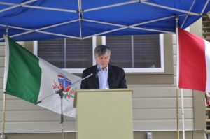 MP Larry Bagnell addresses audience